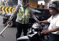 Denda Rp 750 Ribu Ancam Pemotor yang Nekat Merokok di Jalan, Apakah Aturan Itu Berlaku Untuk Boncenger?