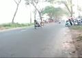 Serem Bro, Motor Setan Jalan Sendiri Tabrak Motor Lain, Ini Videonya