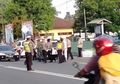 Ampun, Polisi Blitar Bagi Takjil di Jalan, Pemotor Malah Balik Arah Takut Razia