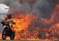 Tangki Bensin Bocor, Motor Pria Ini Terbakar Sampai Ludes, Api Berkobar-kobar