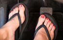 Street Manners: Potensi Bahaya Mengemudi Pakai Sandal Jepit, Jadi Lamban