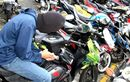 Pura-pura Ngobrol di Depan Masjid, Salat Magrib Mulai Pelaku Beraksi, Honda BeAT Raib