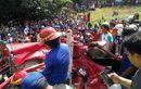 Toyota Yaris Diiris Setengah Wajah, Atap Terkelupas, Kalah Bodi Lawan Kereta Api