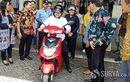 Awas! Wali Kota Surabaya Risma Bakal Blusukan Lebih Senyap, Naik Motor Baru Tanpa Bensin