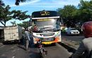 Nyali Banget, Hadang Bus Sedang Melaju Pakai Motor, Rupanya Ini Penyebabnya