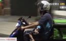 Pedih Bro, Kisah Seorang Driver Ojek Online Harus Membawa Anaknya Bekerja Cari Orderan Hingga Larut Malam