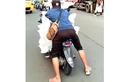 Bahaya Banget, Pemotor Yamaha Mio Paksa Angkut Es Batu Berukuran Besar, Netizen: Menjemput Rezeki atau Maut Nih?