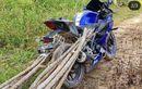 Sedih Ngelihatnya, Yamaha R15 Ini Bukan Buat Ngebut  Atau Mejeng, Tapi Malah Jadi Kendaran Angkut Kayu Bakar