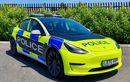 Mobil Listrik Tesla Model 3 Dipakai Polisi Inggris, Pakai Warna Ngejreng Begini Ternyata Ada Alasannya...