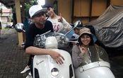 Raffi Ahmad Bareng Nagita Slavina Jadi Pusat Perhatian, Datang ke TPS , Naik Vespa Bersespan