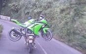 Enteng Banget, Video Honda GL Pro Gendong Kawasaki Ninja 250 FI yang Mogok, Libas Jalur Ekstrim Bromo