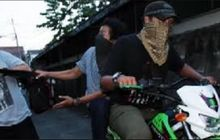 Gokil, Seorang Wanita Enggak Terima Dompetnya Dijambret, Langsung Tangkap Sendiri Sang Pelaku, Jatuh Ditabrak Honda Scoopy
