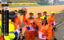 Baik Banget, Video Alex Rins Kasih Helm Harga Puluhan Juta Buat Marshal MotoGP