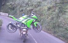 Video Honda GL Pro Gendong Kawasaki Ninja 250 Mogok Di Kawasan Jalur Bromo Jawa Timur, Lincah Banget Bro