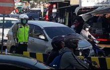 Sidoarjo Geger, Video Patung Polisi Mendadak Hidup, Pemotor Lawan Arus Gak Berkutik