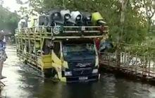 Ajaib, Video Puluhan Motor Honda Scoopy Gress Berhasil Terjang Banjir Satu Meter