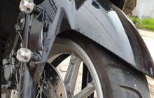 Dudukan Pelat Nomor Yamaha NMAX Kembali Makan Korban, Ban Depan Terangkat Kemasukan Besi