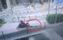 Tega Banget, Video Emak-emak Terseret Motor Saat Berduel Dengan Jambret Bermotor
