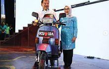 Selesai Jadi Wakil Presiden, Jusuf Kalla Dapat Kado Motor Vespa Excel