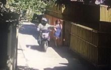Koplak, Pemuda Gondrong Pakai Helm Jadi Korban Begal Payudara