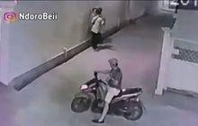 Bejat Banget, Video Bocah Pemotor Bonceng Tiga Lakukan Pelecehan Seksual Kepada Wanita di Tengah Jalan, Bajunya Sampai Terangkat
