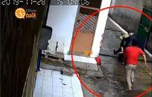Kalau Ketangkep Dijamin Bonyok Total, Video Maling Motor Kepergok Pemiliknya, Wajah Pelaku Terekam Kamera CCTV