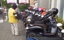 Tukang Parkir Mendadak Jadi Buah Bibir Karena Kelakuannya, Gak Boleh Lihat Jaket Menggantung di Motor
