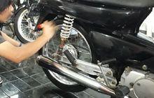 Pemotor Sadarlah, Masih Nekat Mengoleskan Semir Ban Selesai Mencuci Motor? Siap-siap Celaka