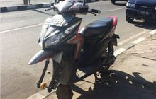 Kocak, Kelamaan Parkir di Depan Warung Ban Depan Honda Vario 'Berubah' jadi Donat