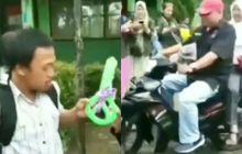 Berurai Air Mata, Dapat Gaji Pas-pasan Guru Honorer ini Dihadiahi Motor oleh Orang Tua Murid