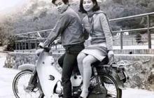 Masuk Lorong Waktu, Pasangan Sejoli Foto Pakai Honda C100, Sudah Setengah Abad Masih Tetap Baru