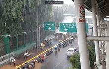 Pemotor Waspada Banjir Susulan, BMKG Kasih Peringatan Cuaca Jakarta Bakal Diguyur Hujan Lagi, Ini Daftar Lengkapnya