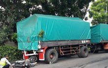 Darah Berceceran di Aspal, Pemotor Terkapar Gak Bernyawa Hantam Pantat Truk, Sopir dan Kernet Terancam Nginep di Penjara