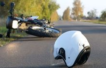 Pengendara Kawasaki KLX Tewas Kecelakaan,Polisi Sedang UsutIdentitas Korban