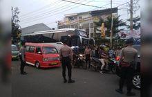 Warga Berhamburan Teriak Histeris, Sebuah Bus Tabrak dan Seret Pemotor Hingga Meregang Nyawa, Diduga Rem Blong