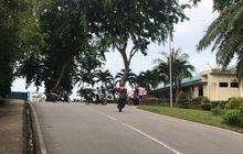 Waduh, Ramai Aksi Remaja Ugal-ugalan Naik Motor Sambil Wheelie di Jalan Umum Resahkan Pemotor dan Petugas Kamar Mayat