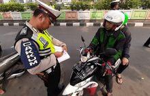 Ini Alasan Polisi Pilih Tahan SIM Daripada STNK Saat Menilang Motor