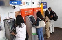 Pantau Terus Saldo ATM Anda Selama 4 Bulan Pemerintah Kasih Bantuan Langsung Tunai, Lumayan Buat Cicilan Kredit Motor