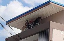Maling Dijamin Cuma Ngiler, Pemilik Rumah Simpan Motor Kesayangannya di Tempat Ini, Garasinya Spesial