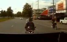 Kocak Nih Detik-detik Video Kecelakaan Yamaha R15 Tabrak Mobil Bak, Kondisi Pemotor Bikin Wargnet Ngakak