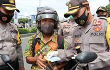 Awas Operasi Yustisi Pemotor Diperiksa Dompetnya Padahal Sudah Pakai Masker, Ternyata Polisi KasihHadiah Bikin Hati Girang Gara-Gara Isi Dompetnya