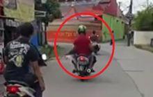Lagi-lagi Viral Video Pemotor Bawa Jenazah Terbungkus Kain Jarik Di Bogor