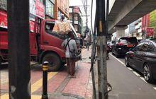 Trotoar di Fatmawati-Blok M Sering Dipakai Buat Parkir, Tunanetra Sampai Tabrak Truk