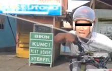 Viral Video Pemotor Ngamuk ke Pemobil, Endingnya Kok Malah Begini