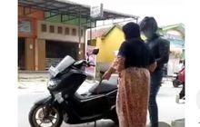 Viral Penjual Bensin Eceran Menangis Saat Dibeli Pemotor, Kenapa Nih?