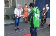 Pakai Karpet Merah, Driver Ojol Lamar Kekasih di Depan Bank, Netizen Baper