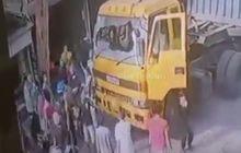 Brutal Rombongan Pengantar Jenazah Hancurkan Truk Kontainer, Kernet Kocar-kacir