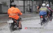 Benarkah Saat Musim Hujan, Tekanan Angin Ban Motor Harus Dikurangi?