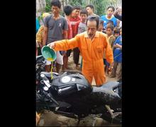 Video Ritual Mandi Kembang Yamaha R15 yang Baru Dibeli, Begini Komentar Netizen
