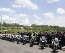 Tunggangi Moge BMW GS 1200 Anggota Polwan Lincah Patroli Bareng Kapolda